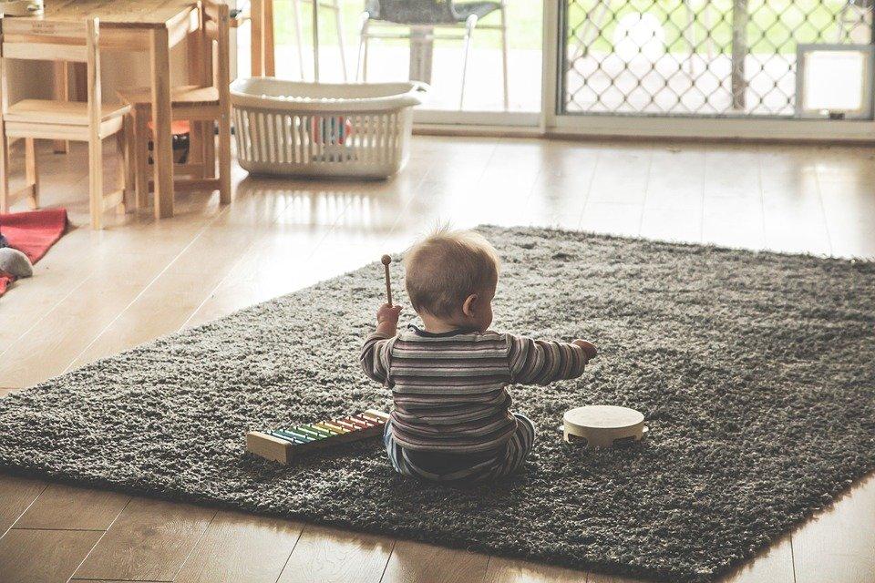 Comment la musique aide au développement du bébé