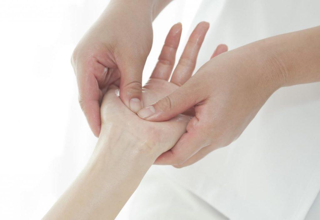 Réflexologie des mains Est-ce la même chose que la réflexologie plantaire?